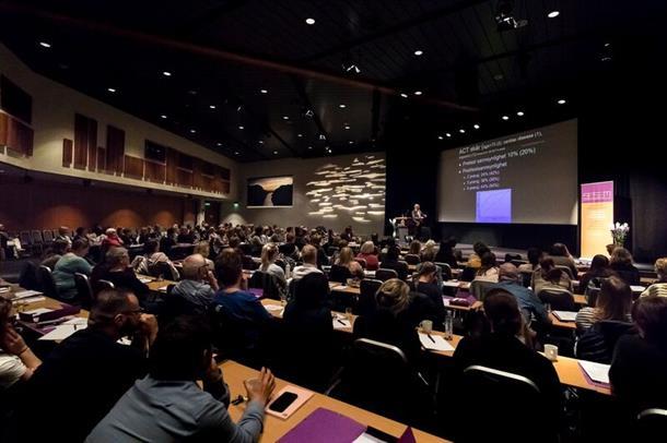 fullsatt sal i Stavanger Forum. foto